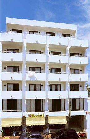 Apartamentos Mestret: FACHADA