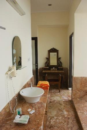 Lorin Hotel & Resort: Bathroom