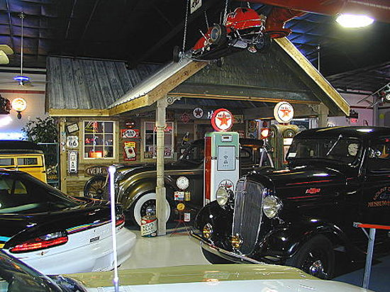 Mount Dora Museum Of Speed : Vintage Gas Station Built Inside Museum