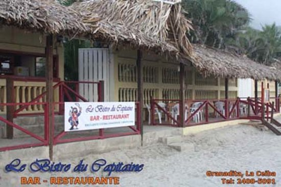 Le Bistro du Capitaine : The terrasse on the beach