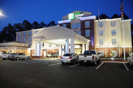 هوليداي إن إكسبريس هوتل آند سويتس بنبردج: Holiday Inn Express & Suites,Bainbridge, GA at Night
