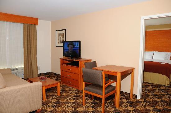 هوليداي إن إكسبريس هوتل آند سويتس بنبردج: Holiday Inn Express & Suites,Bainbridge, GA offers a Two Room Feature Suite that provides guest