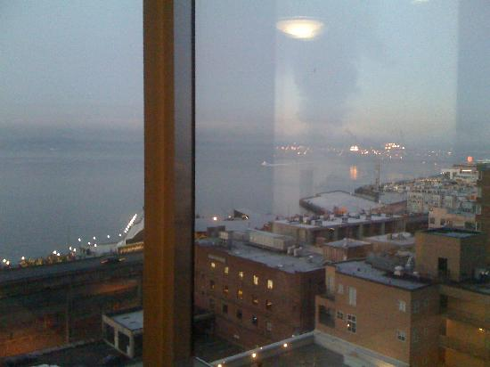 Four Seasons Hotel Seattle: Dawn over the Pugent Sound