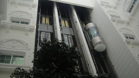 Holiday Inn Bur Dubai - Embassy District: Lifts