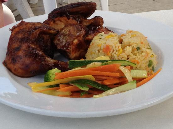 Pusser's Marina Cay Hotel and Restaurant: Jerk chicken with steamed vegetables and Jamaican Rice