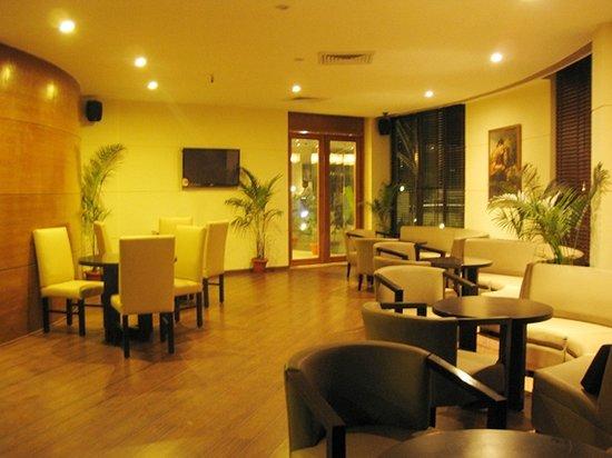 Hotel Centrepoint Resort & Spa