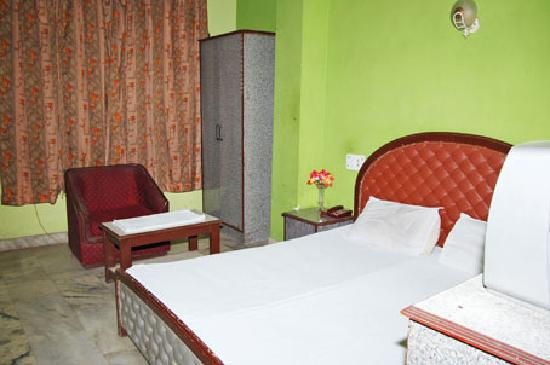 Hotel Sahara International Deluxe