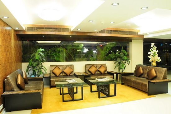 The White Leaf Hotel and Vista Rooms: The White Leaf