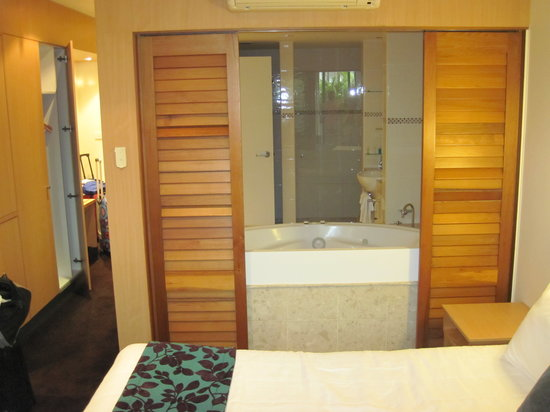 The Executive Inn: view from bed area into bathroom, no separate door to toilet far left