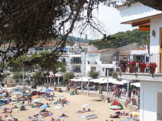 DoubleTree by Hilton Hotel & Spa Emporda: There are so many beaches to discover this is just one!