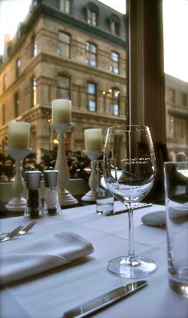 Chez Delmo : Window table