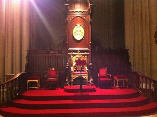 Cathédrale Saint-Pierre : cathedra de l'archevêque