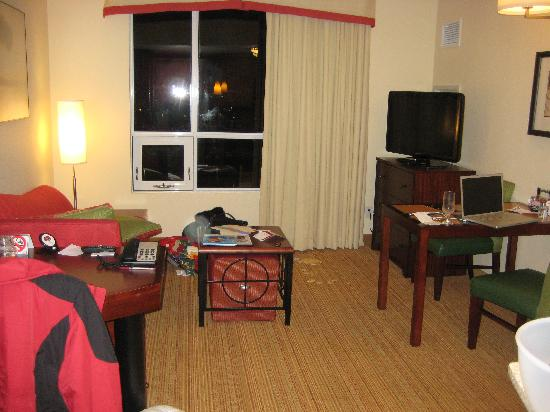 Residence Inn Kingston Water's Edge: Main room - and our mess!