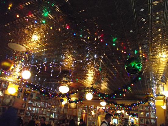 Vincent's Restaurant: Ceiling decorated for Christmas