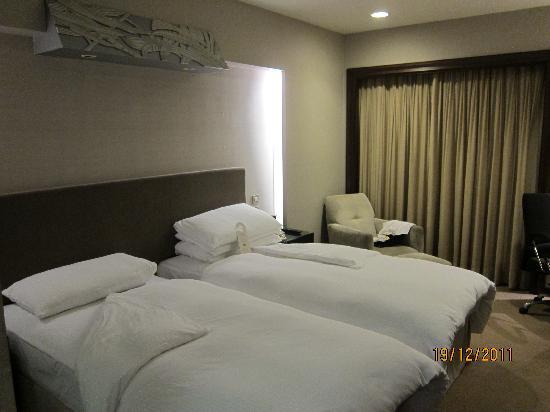 The Landis Taipei : standard twin room