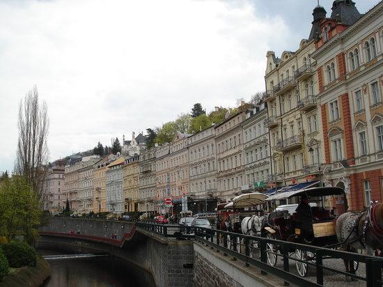Karlovy Vary, Czech Republic: Nova Louka проходит вдоль канала