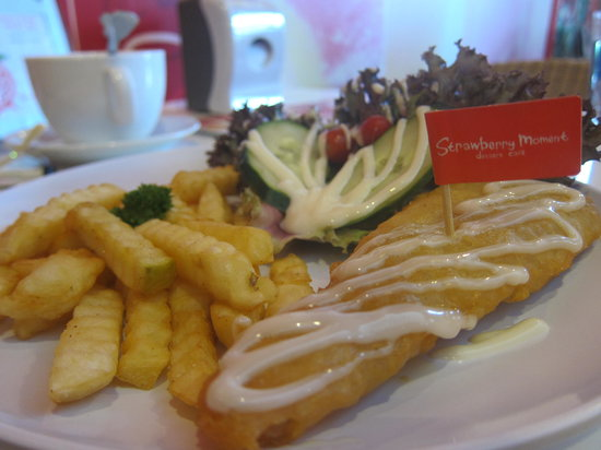 Strawberry Moment Dessert Cafe : Fish and Chips, was quite normal