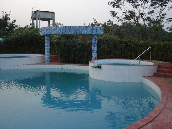 Swimming pool picture of nazimgarh garden resort sylhet for Garden city swimming pool