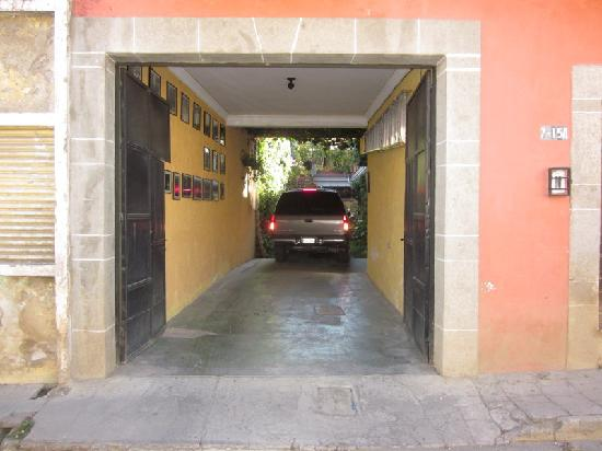 Casa San Bartolome: Three cars can just fit in here.