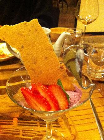 Chitose: フランスのあるレストランのデザートスプーンを真似たそうです♪とってもオシャレ