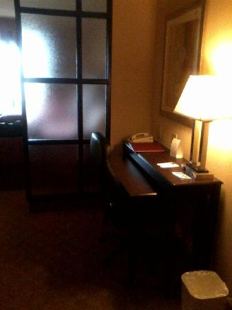 Comfort Suites Macon: Desk