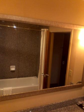 Comfort Suites Macon: Tub