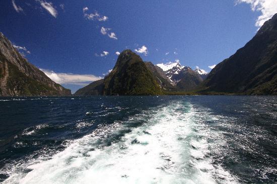 Glenorchy Air: Milford Sound