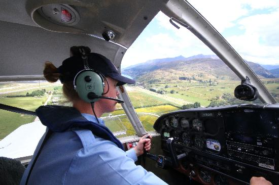 Glenorchy Air: Approach to Queenstown