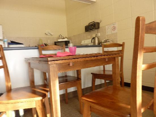 Waikanae Beach Motel: Dining area