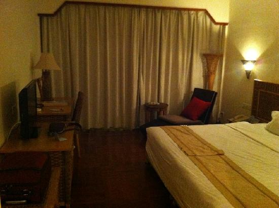 South China Hotel: room