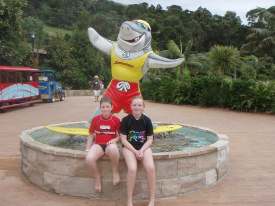 Jamberoo, Австралия: Sammy the Shark at the entrance.