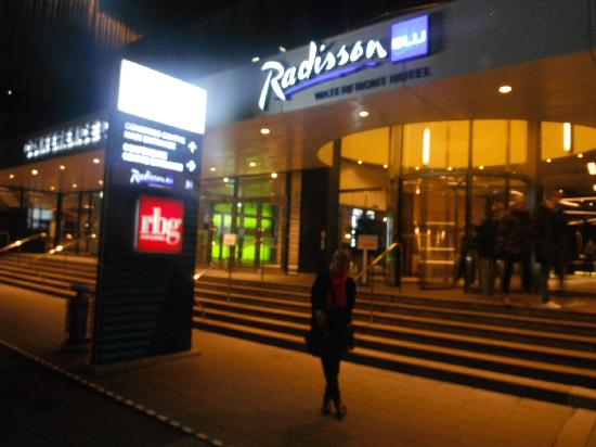 Radisson Blu Waterfront Hotel: Outside hotel