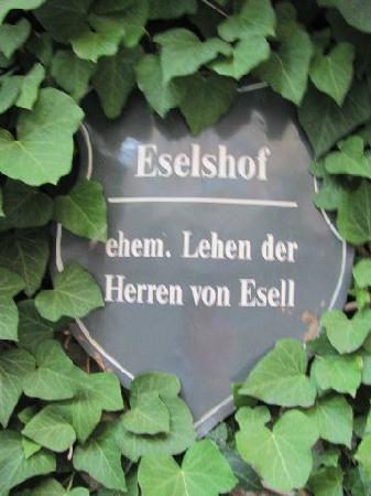 Papiusgasse und Eselshof: plaque