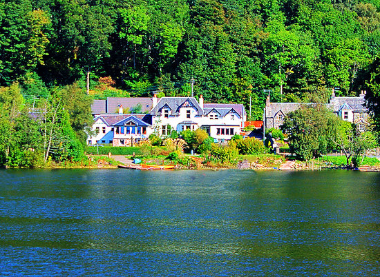 St Fillans, UK: Achray House from across Loch Earn