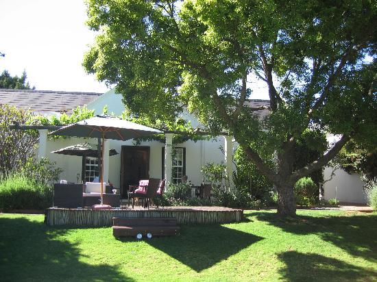 4 Heaven Guesthouse: Garten mit Terrasse