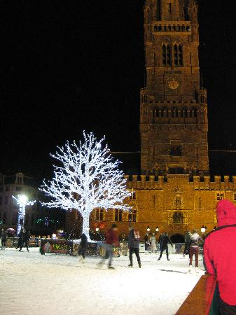 Hotel Cordoeanier: Ice rink in the Markt