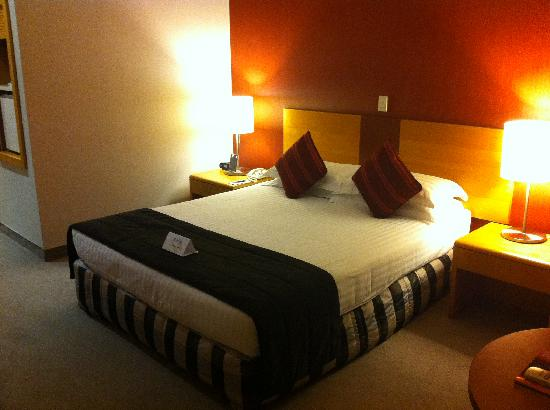 Waipuna Hotel & Conference Centre: Queen Bed