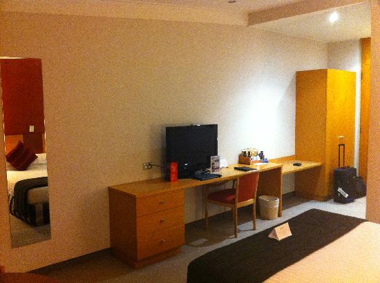 ويبونا هوتل آند كونفرانس سنتر: Queen Bed and LCD TV