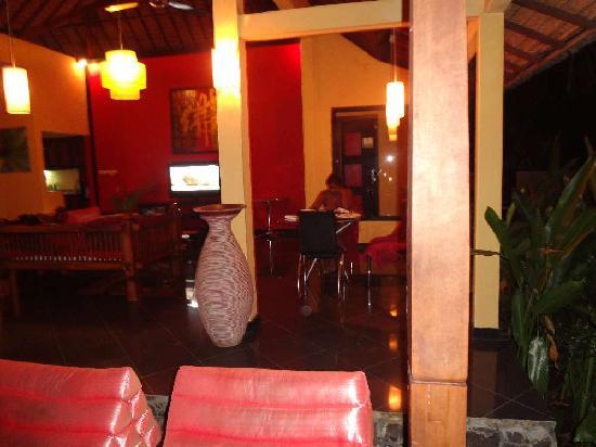 Bali au Naturel: Having dinner outside