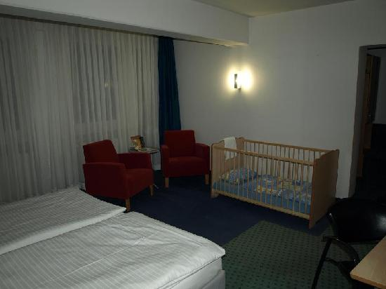 Hotel Am Triller : Chambre spacieuse