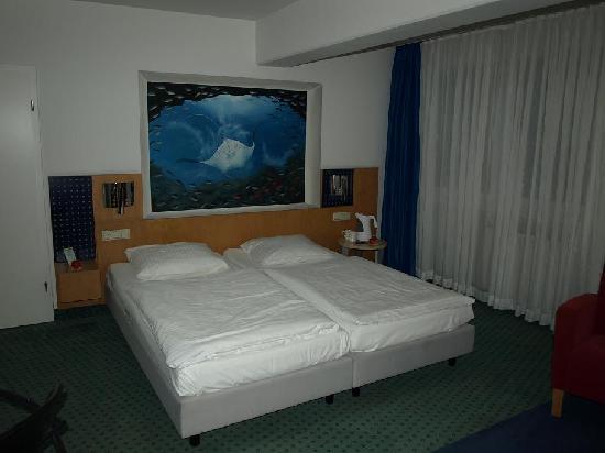 Hotel Am Triller: Chambre spacieuse à la déco sympathique
