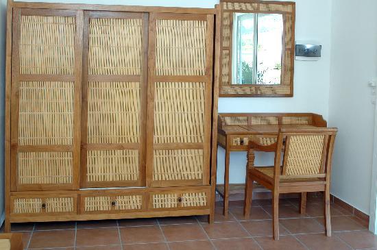 Hostellerie des Chateaux : mobilier bungalow hostellerie