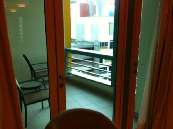 Somerset Bencoolen : balcony
