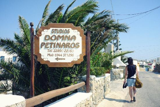 Domna Petinaros Apts Hotel Mykonos: The sighboard at the entrance