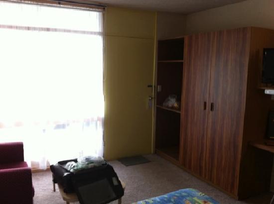 South Seas Motel : room