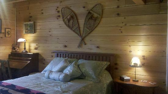 Loose Moose Lodge Bed & Breakfast: Northwoods Room
