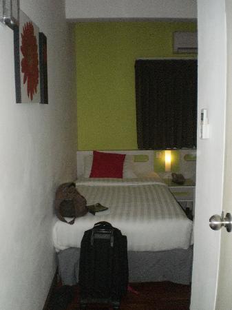 The Inn Saladaeng: single room - as you enter