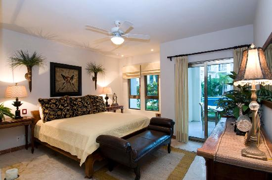 Encanto Paseo del Sol: Sample master bedroom.