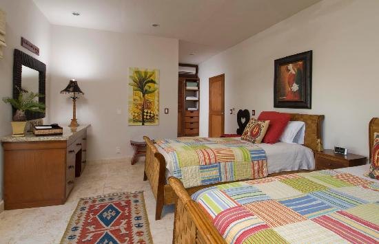 Encanto Paseo del Sol: Sample second bedroom, comes with it's own bathroom.