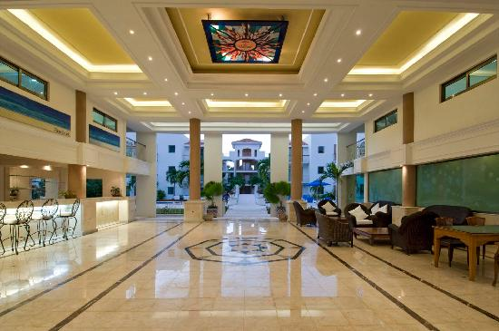Encanto Paseo del Sol: Magestic Lobby with free wireless internet.
